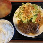 大衆肉居酒屋 ブルーキッチン - 牛サーロインのサービスステーキ