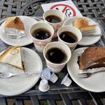 河口湖チーズケーキガーデン - 左上:完熟チーズケーキ 左下:サワーフロマージュ 右上:ガトーフロマージュ 右下:ショコラムーン