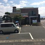 石釜工房 魔法の樹 - 専用駐車場はお店の前に3〜4台と第2P