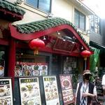 龍華楼 - お店は市場通りにあります