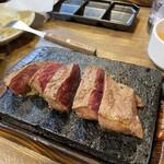 やっぱりステーキ 4th - カット〜♪