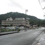 1284645 - お店の前から見る「大洲中央病院」