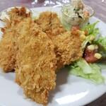ミドリ食堂 - 料理写真:かなり大きめカキフライ
