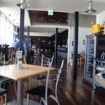 ラグタイム - 2012年5月訪問時:グランドピアノもあったりしてオシャレな店内