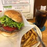 128418612 - ハンバーガー withトマト(フレンチフライセット)