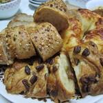 12842803 - 3種類のパン
