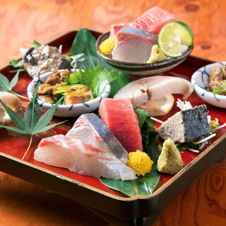 【漁港直結】新鮮魚介の魚丸盛り