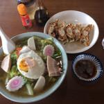 珍華 - 料理写真:五目そば&餃子