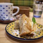 カフェ フレディ - セットのハーフサイズデザートとドリンク