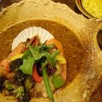 スープカレー トレジャー - ブイヤベースのシーフード(1590円)