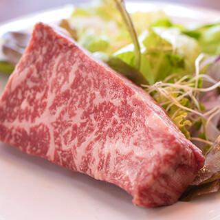 うま味たっぷり◎肉質にこだわった厳選牛をどうぞご堪能ください