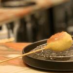 創作串揚げ専門店 ミラージュ - カマンベールチーズとブルーベリーソース