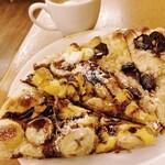 128429505 - デザートピザ(チョコバナナ、チェリーパイ)