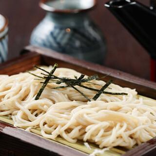 北海道幌加内産の蕎麦粉で打った自慢の蕎麦でシメは軽やかに♪