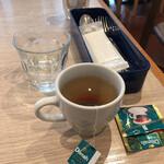 ポータル カフェ アキバ - ドリンクバーにあった紅茶のティーバッグ