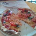 12844707 - ピッツア トマトジェノベーゼ(一切れづつ食べてからの写真です。悪しからず!)