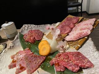 炭火焼肉 和 松原団地店 - 盛り合わせは高級肉揃い