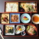 亀屋 - 料理写真:お弁当イメージ(3,100円/税別)5個より配達もできます。