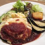 チャムアパートメント - イタリアンチーズハンバーグ