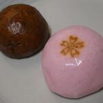 一本杉菓子店 - 桜の焼き印の入ったおまんじゅう