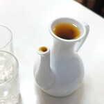 萬和樓 - 台湾紹興酒(¥630)。徳利になみなみと注いでくれました。こぼれる~(笑)
