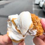 五味の市 - カキフライをソフトクリームにディップして・・・(^^♪