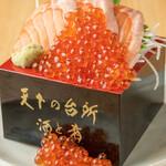 大起水産回転寿司 - 料理写真:サーモン いくら こぼれ盛