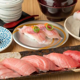 自慢のお寿司は鮮度が決め手!獲れたての産直魚介を使用。