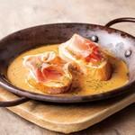 ダブリナーズ カフェ&パブ - 生ハムとモッツァレラチーズのクロスティーニ ¥1000-