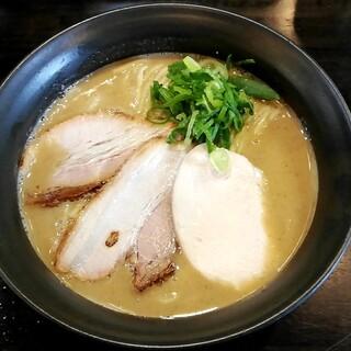 ラーメン あおやま - 料理写真:鶏白湯