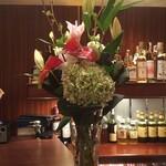 フィラー ワイン&シガー - 今週のお花です。