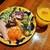 ピッツェリア・トラットリア・アッソ・ダ・ヤマグチ - こんもりサラダに前菜3種付き、ほうれん草や白インゲン豆入りフリッタータ、ポークハムや甘酸っぱいキャロットラペなど