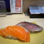 立飲み寿司 三浦三崎港 めぐみ水産 - サーモン、〆サバ