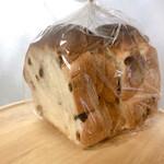 128516062 - レーズン食パン ハーフ 320円