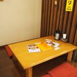 みぃーの食卓 - 店内(テーブル席)
