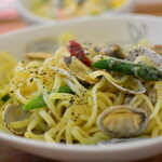 Gatti amando - アサリと緑の野菜のペペロンチーノ