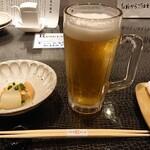 のどぐろ料理と北陸の地酒 せん - ドリンク写真:生ビール&付きだし