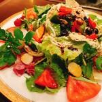 舎那 - 人気の季節の野菜サラダ♡旬のお野菜たっぷりです。