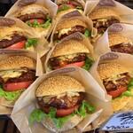 小麦の杜 リヨン - 料理写真:肉厚なバーガー達が美味しそう! 「食べて〜」と言ってる様に思うのは自分だけ?