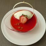 カフェユアーズ - 苺のムース(\450、2012年4月)