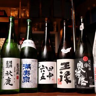 日本各地から取り寄せた日本酒でちょいと1杯。希少な銘柄も◎