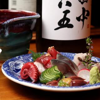 博多からジェット便で輸送!日本酒片手に味わいたい魚介がずらり