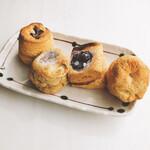 ココロスコーンカフェ - 料理写真:ちょこ、紅茶いちじく、ブルーベリー、プレーン