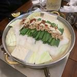 博多餃子舎 603 - とろろ納豆もつ鍋