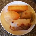 中国料理 柳城 - ◆追加の飲茶◆♪  ★時計回りに  ◆春巻き・にら饅頭・大根餅・五目揚げ餃子◆♪
