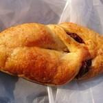 パン工房&喫茶 じゅてーる - ねじり いちじくパン
