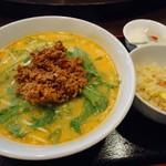 rakuen - あまり辛くない「担々麺」。