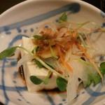 くろ黒亭 - お通し(自家製変わり豆腐)