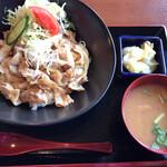 たなぽん食堂 - 料理写真:生姜焼き丼ランチ(500円)