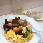岐阜屋 - メインディッシュの木耳卵とじ炒めで居心地良く